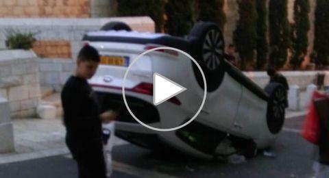 الناصرة: انقلاب سيارة بشكل غريب قرب كنيسة البشارة