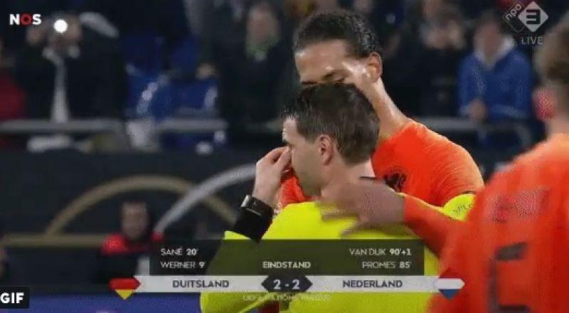 حكم مباراة ألمانيا وهولندا يجهش في البكاء!