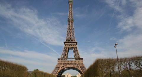 لماذا يُمنع تصوير برج إيفل ليلًا؟