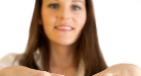 وضع الخاتم في الأصبع له مدلولات نفسية!!
