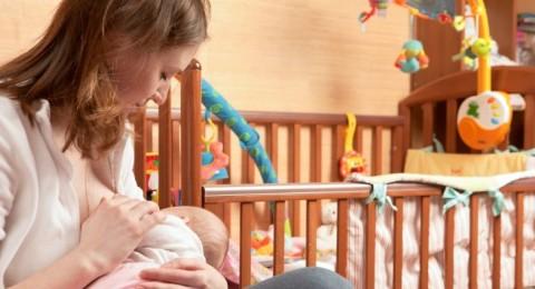 كيف تعتنين بثدييك بعد الولادة؟