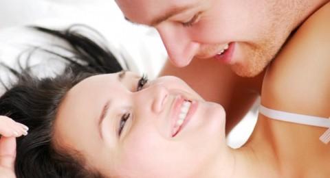 كيف تلبين رغبات زوجك الجنسية خلال الدورة الشهرية؟