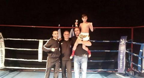الطفل محمد مرشود .. يحصد بطولة الملاكمة التايلاندية في العقد الاول من عمره