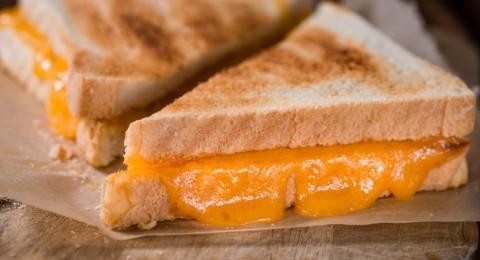 دراسة: الجبنة الكريمي والشيدر تزيد خطر سرطان الثدي