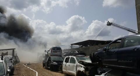 إخلاء منازل وإغلاق شوارع بسبب حريق ضخم في مجد الكروم
