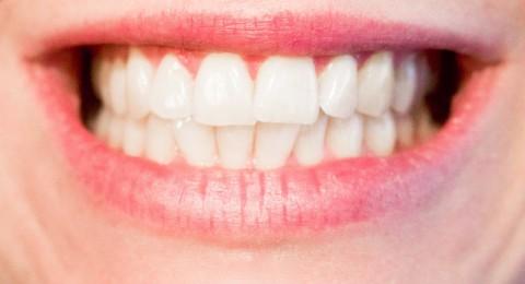 ما هو تأثير عدم تنظيف الأسنان قبل النوم ؟