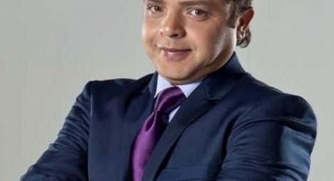 """مُعجب يستفز محمد هنيدي بسبب """"الباروكة"""""""