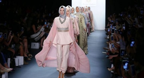 إندونيسيا تسعى للسيطرة على موضة أزياء المحجبات عالميًا