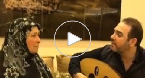 وائل جسار يغني لوالدته، وتردّ عليه بدموعها