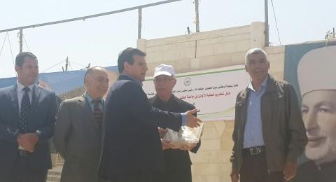 النائب ايمن عودة يشارك في تكريم الطلبة الأوائل في جامعة الخليل