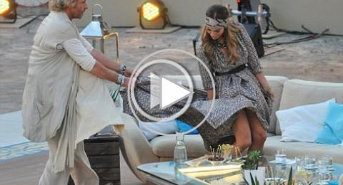 فيديو:جنيفر لوبيز ينكشف صدرها ويتتطاير فستانها في الهواء