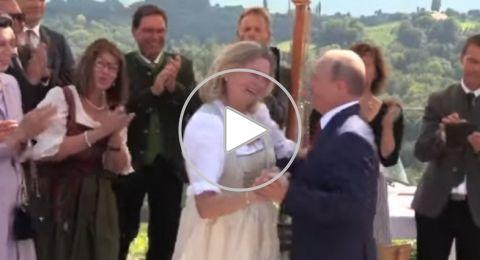 بوتين لوزيرة الخارجية النمساوية.. اسمحي لي برقصة؟