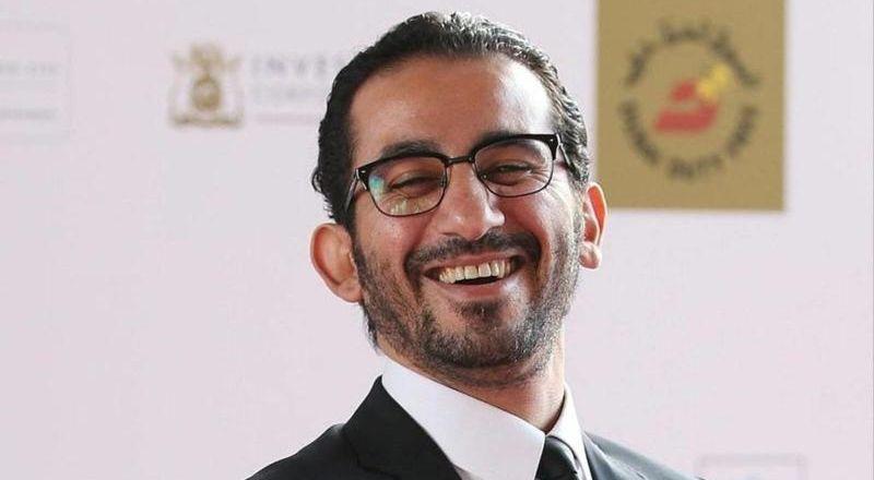 أحمد حلمي يعايد جمهوره بصورة من تحت الماء