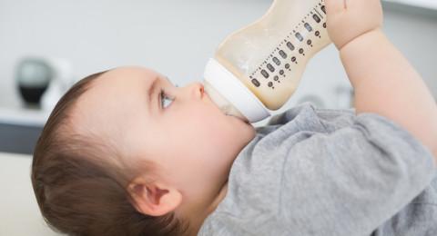 متى يجب عليك تعقيم زجاجات الرضاعة؟