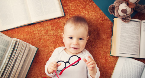 علامات تكشف ذكاء طفلك وهو في سنّ صغيرة جدًا!