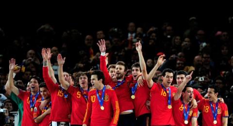 بطل العالم المنتخب الاسباني يجل فوزا على منتخب التشيك