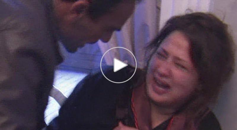 امرأة ليبية تستغيث بالصحافيين بعد تعرضها للاغتصاب من كتائب القذافي..