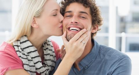 ما هو سر إغماض العيون عند التقبيل؟