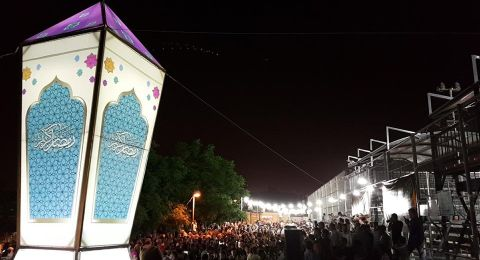 القدس تحتفل بإضاءة أكبر فانوس في فلسطين