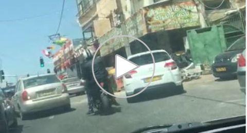 الناصرة: فيديو إطلاق نار على محل صرافة في وضح النهار!