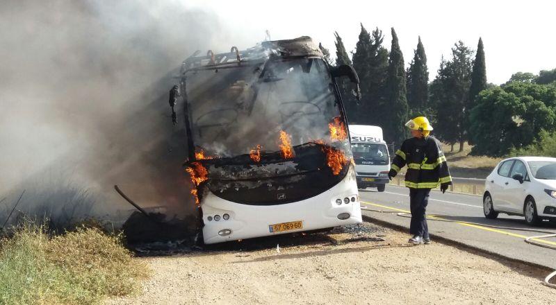 قرب كفرمندا: احتراق حافلة دون اصابات