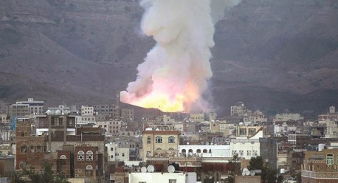 50 شهيدًا وجريحا بغارة للتحالف السعودي قرب العاصمة اليمنية