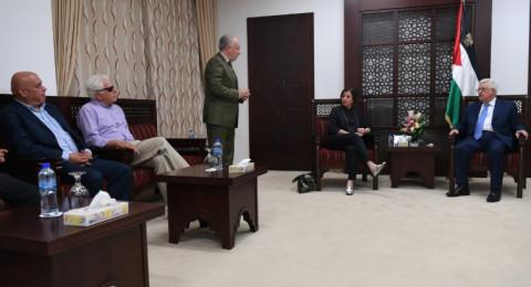 الرئيس ابو مازن يستقبل وفدا من حزب