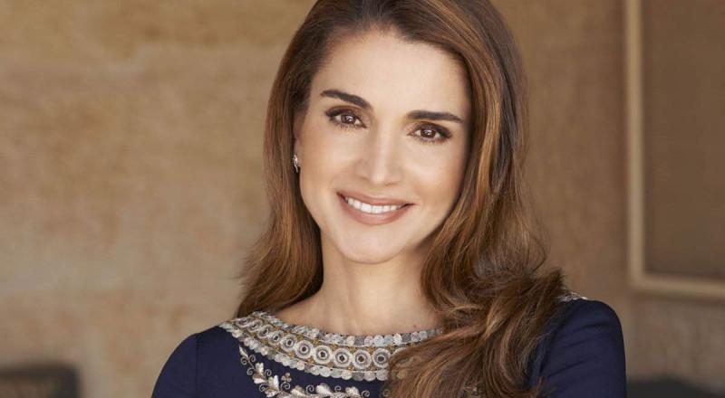 الملكة رانيا في جولة برفقة الأميرين