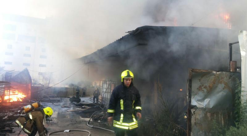 حريق هائل في مجمع للمفروشات في نابلس