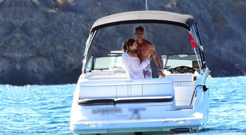 فضيحة كبرى بالصور: ممثل شهير يخون زوجته مع ابنة أخيه الشقراء!