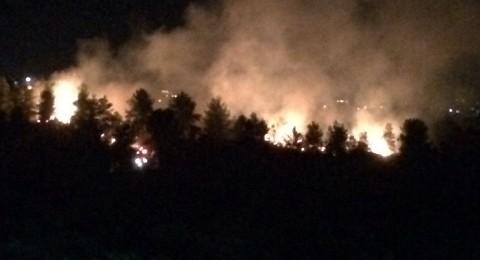 حريق قرب زيمر يقترب من البيوت السكنية