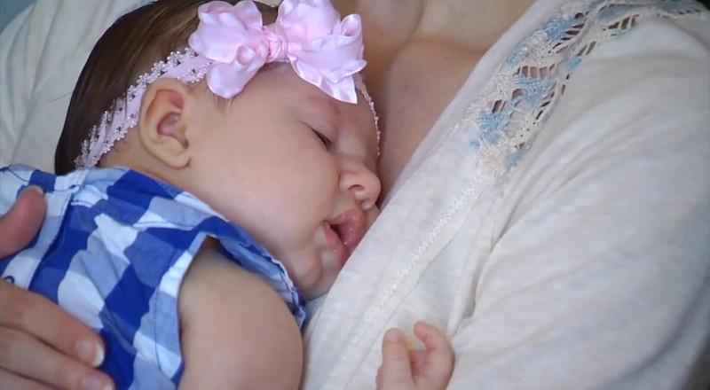 الرضاعة الطبيعية تحد من شعور الأطفال بألم إبر التطعيمات