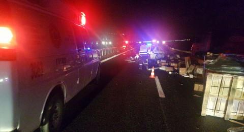 حادث طرق مروع بين شاحنتين على شارع 6 قرب