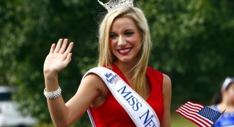 وفاة ملكة الجمال الأميركية كارا كولو بحادث سير