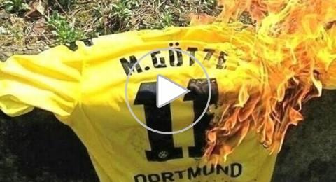 """إحراق قميص """"غوتسه"""" .. بكل الألوان من قبل جماهير نادي بوروسيا دورتموند الألماني"""