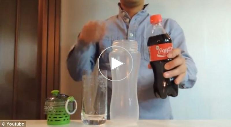 """فلتر سحري يحول شراب الـ """"كوكا كولا"""" الي مياه صافية"""