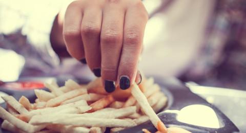 طريقة تناولك للبطاطس المقلية تفضح شخصيتك!