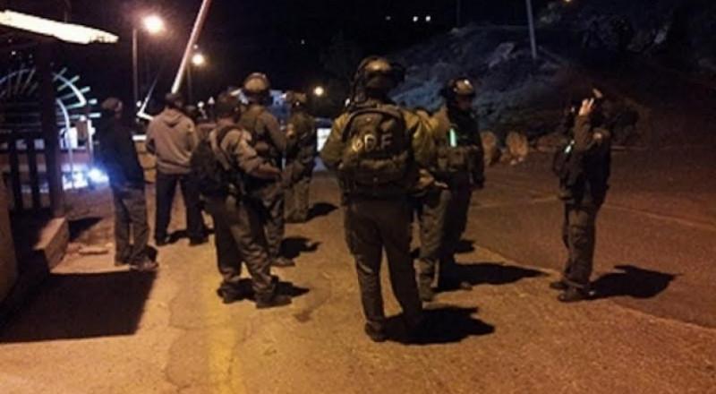 الخليل: الاحتلال يعتقل عشرة فلسطينيين بالضفة ويدعي ان بينهم قيادات بالشعبية