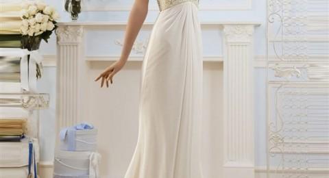 تألقي بفستان بسيط في زفافك الصغير