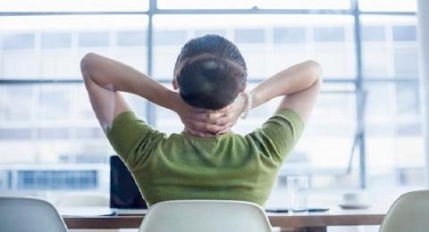 دراسة: الجلوس الطويل يزيد إلى عمر النساء 8 سنوات