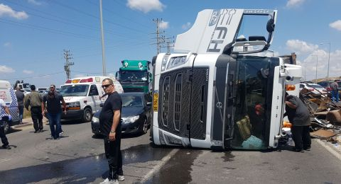 الطيرة: انقلاب شاحنة واصابة شخصين بجروح طفيفة ومتوسطة