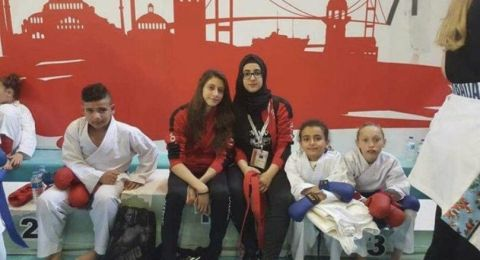 رغم سنّها الصغير... مريم عقل تحصد المركز الاول ببطولة الكاراتيه في اسطنبول