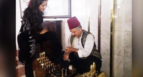 فنانة عالمية تفضل ماسح أحذية على وزير الإعلام السوري