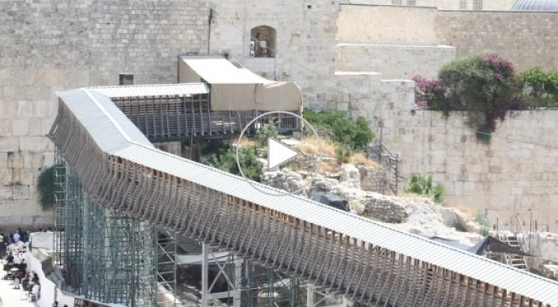 الاحتلال الإسرائيلي يستكمل هدم طريق باب المغاربة