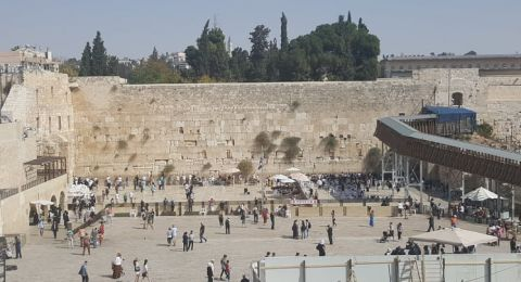 انهيار حجر من حائط البراق بسبب الحفريات الاسرائيلية