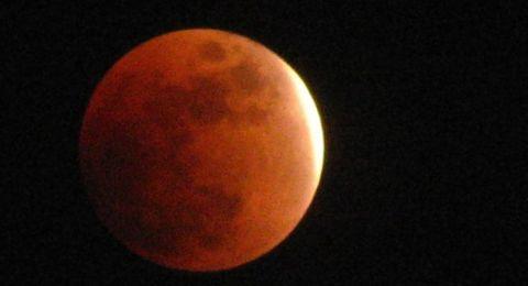 البلاد تستعد لاستقبال الخسوف الاول للقمر منذ 83 عاما
