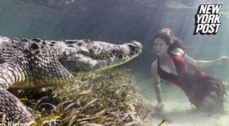 جلسة تصوير استثنائية لعارضة أزياء بين فكي تمساح ضخم