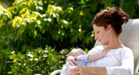 الرضاعة في الصيف: أجواء من البرودة والانفراج