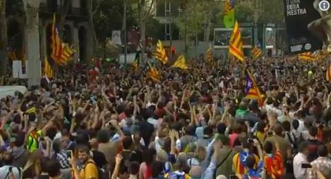 شاهدوا لحظة إعلان برلمان كتالونيا الانفصال عن إسبانيا