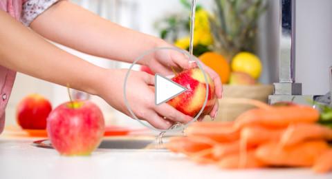 غسل التفاح بالماء لا ينظّفه.. إليك الطريقة الصحيحة